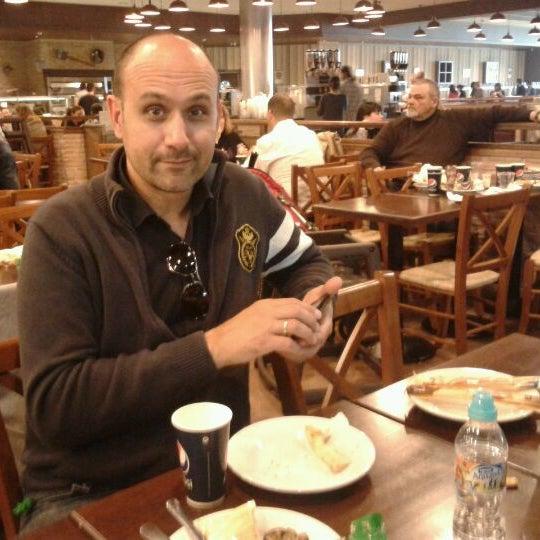 Photo taken at Muerde la Pasta by Jose C. on 4/18/2012