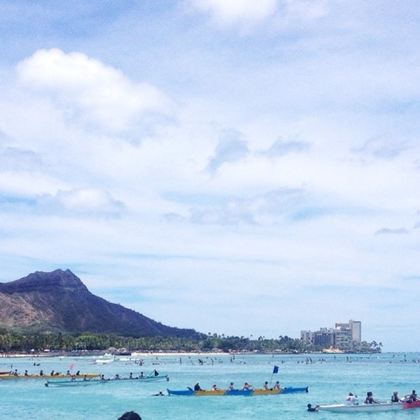 Photo taken at Duke's Waikiki by Erik H. on 7/5/2014