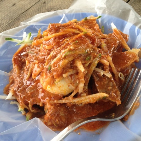 Photo taken at Cendol & Rojak Taman Bahagia by Ary C. on 10/8/2012