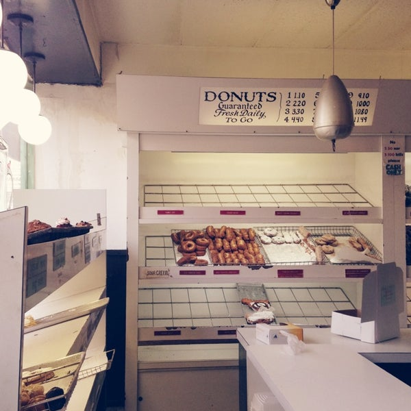 Photo taken at Peter Pan Donut & Pastry Shop by Jennica J. on 2/2/2014
