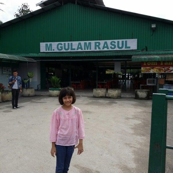 Photo taken at Gulam Rasul by Zainuddin Z. on 12/25/2014