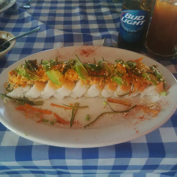 Photo taken at Mariscos Willys by Luz D. on 4/24/2014