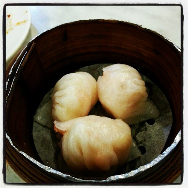 Photo taken at Restoran Tom's Dim Sum by Farrell T. on 9/16/2012