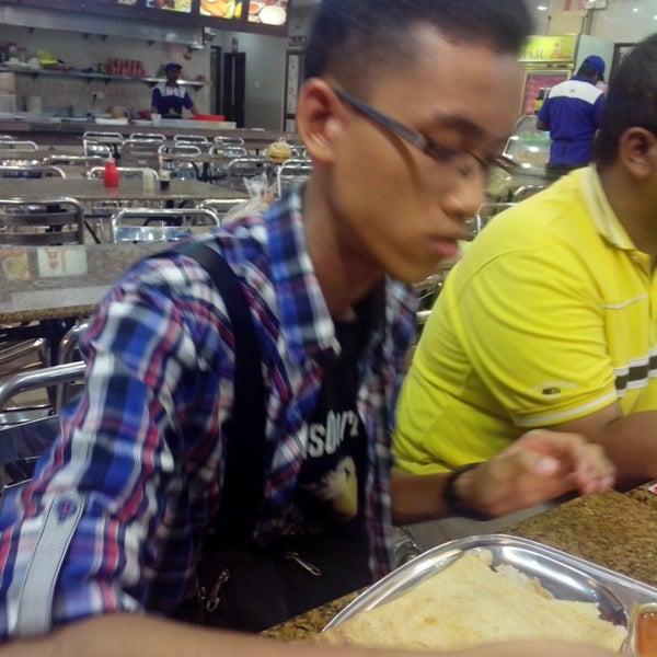 Photo taken at Restoran Al-Naz Maju by Hakiim Z. on 5/6/2014