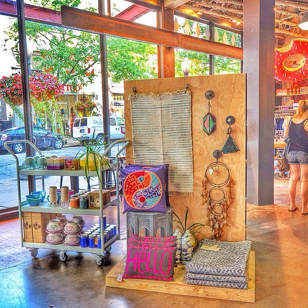 Photo taken at Urban Outfitters by Traveleatshop on 8/24/2014