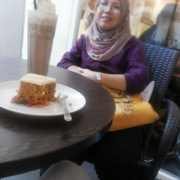 Photo taken at Secret Recipe by Dhia H. on 4/11/2015
