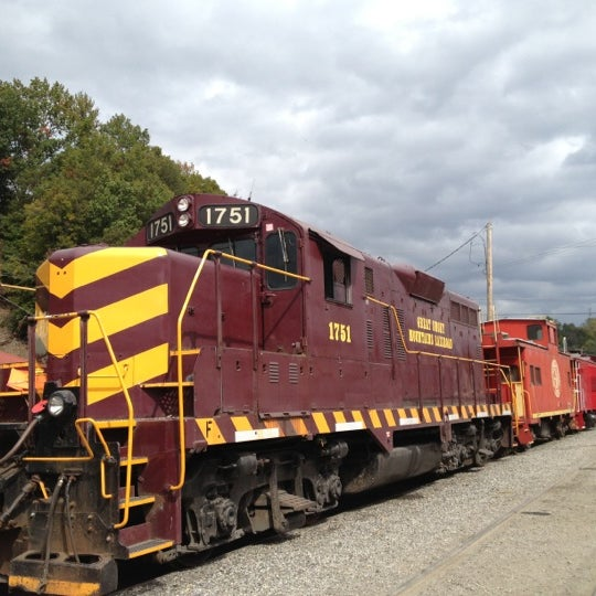 Photo taken at Great Smoky Mountain Railroad by James G. on 10/14/2012