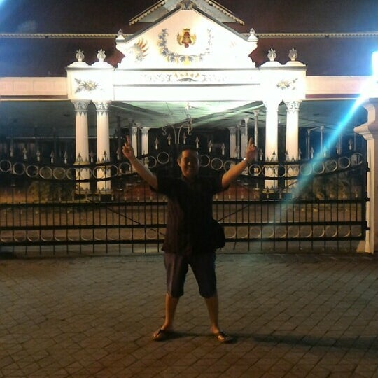 Photo taken at Alun - Alun Lor by Rere M. on 6/21/2016