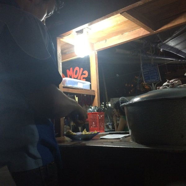 Photo taken at Roti Bakar Eddy by Diah Pipit L. on 6/26/2015