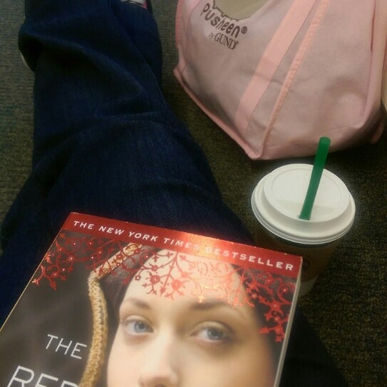 Photo taken at Barnes & Noble by Amaris A. on 3/9/2015