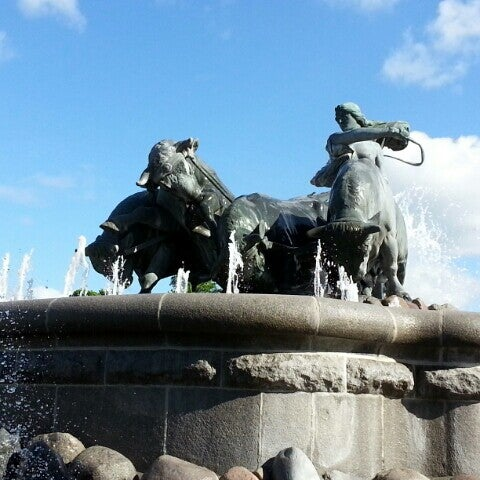 Photo taken at Gefionspringvandet (Gefion Fountain) by morotoi on 5/23/2013