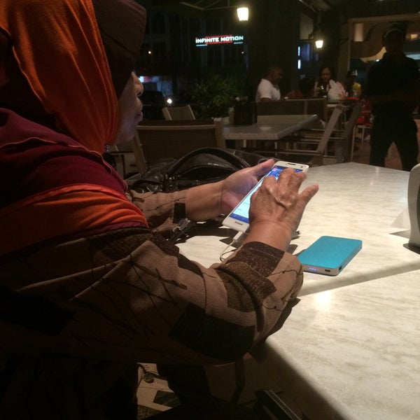 Photo taken at PappaRich by Diyana m. on 4/12/2015
