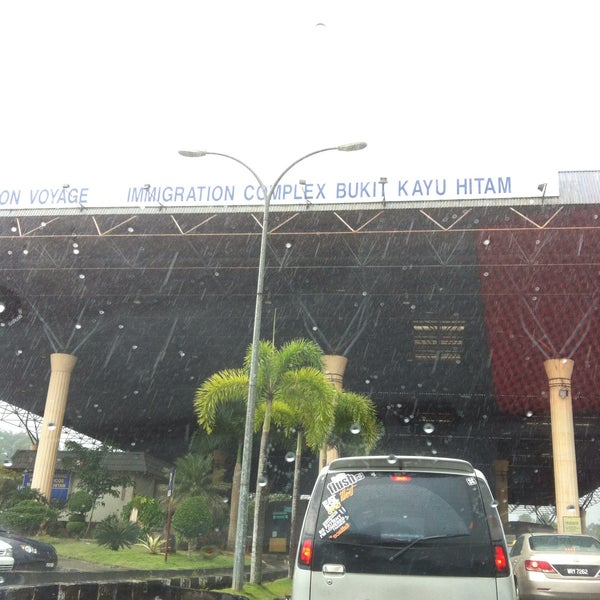 Photo taken at Bukit Kayu Hitam Immigration Complex by Zikri D. on 10/13/2015
