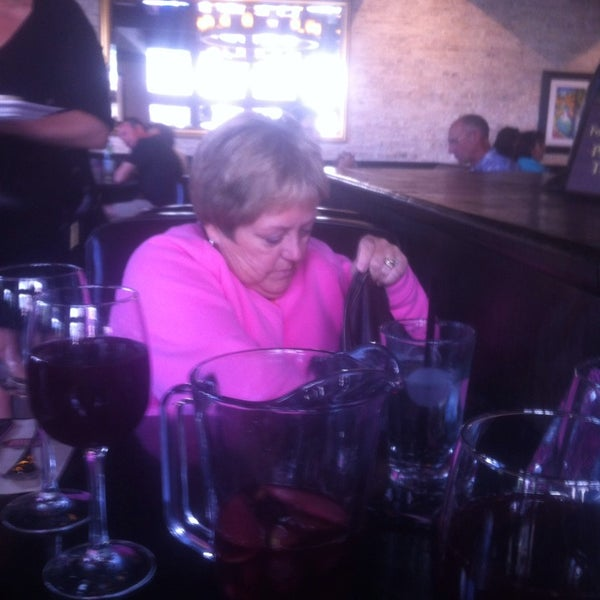 Photo taken at Earls Restaurant by Sarah C. on 8/25/2013