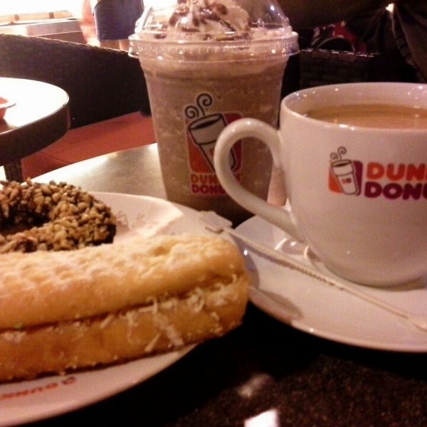 Photo taken at Dunkin' Donuts by Linda F. on 3/26/2014