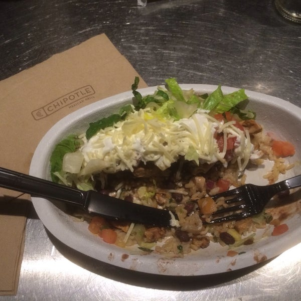 Photo taken at Chipotle Mexican Grill by Bira M. on 2/9/2014
