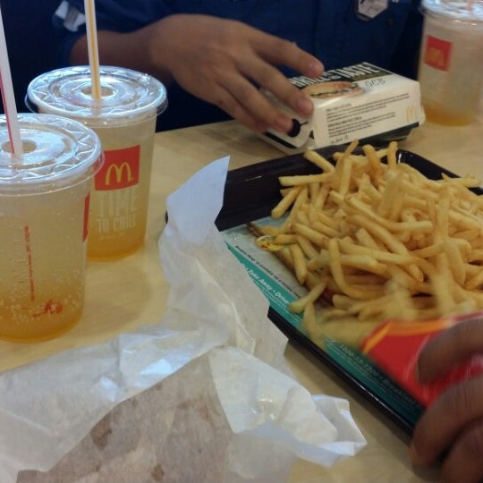 Photo taken at McDonald's by عبد العزيز ع. on 5/12/2014