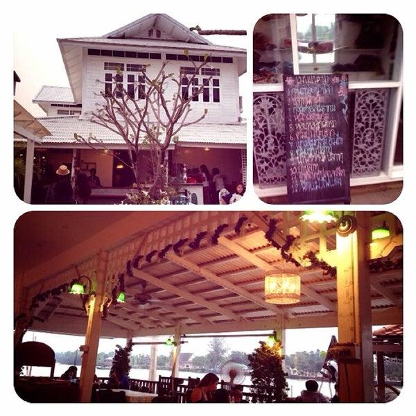 Photo taken at บ้านชมวิว (Baan Chom View) by Taytoon U. on 2/3/2013