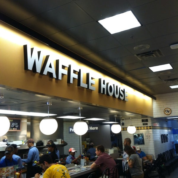 Photo taken at Waffle House by G. Michael G. on 7/28/2013