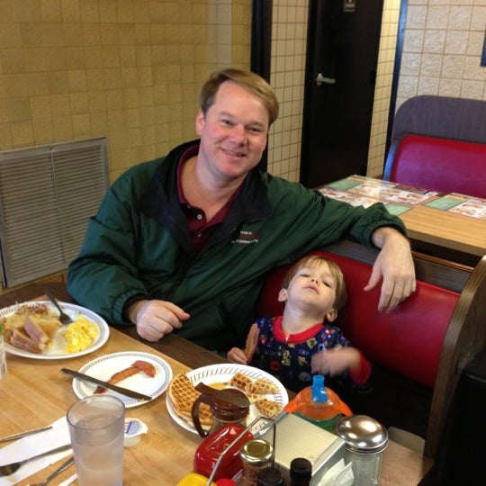 Photo taken at Waffle House by Rob J. on 11/16/2012