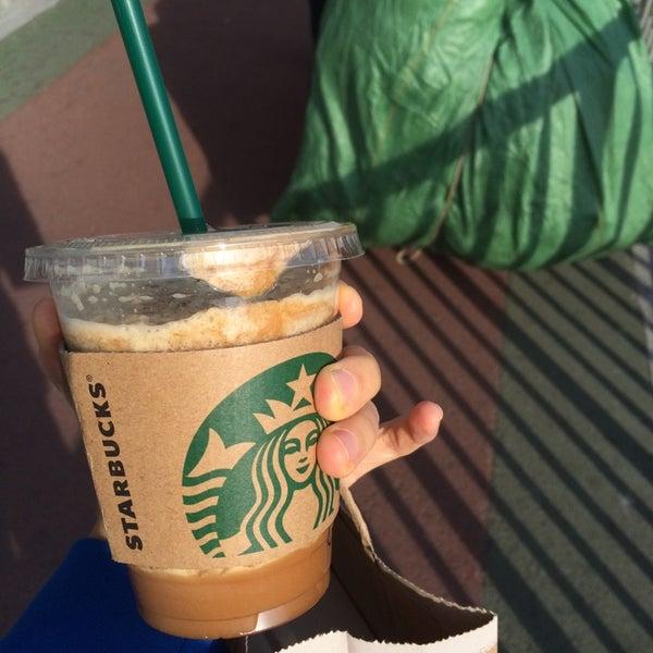 Photo taken at Starbucks 星巴克 by viola l. on 11/10/2014