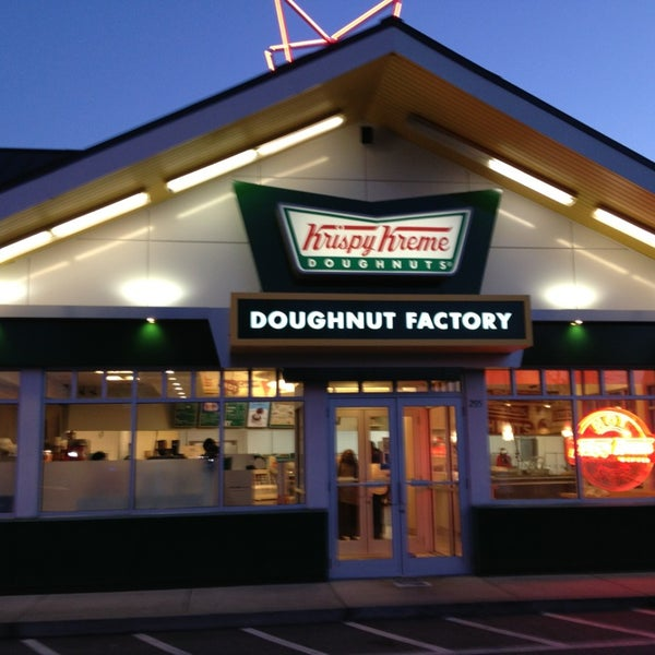 Photo taken at Krispy Kreme Doughnuts by Carlton M. on 3/3/2013