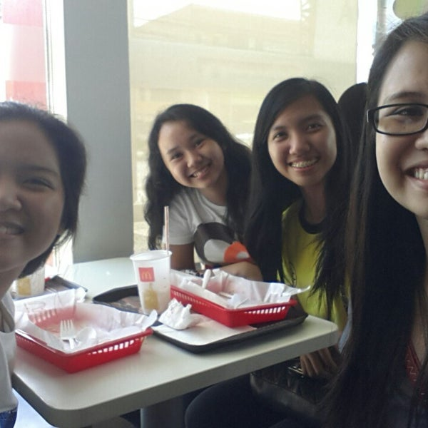 Photo taken at McDonald's by Gimm M. on 10/28/2014