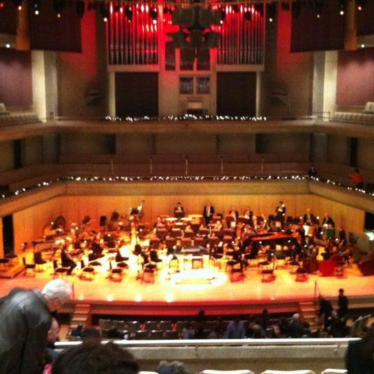 Снимок сделан в Roy Thomson Hall пользователем Kelly D. 12/9/2012