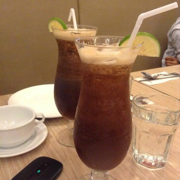 Photo taken at Sérye Café Filipino by Robzkee on 8/13/2013