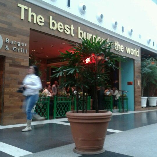Photo taken at Madero Burger & Grill by Cesar B. on 6/1/2012