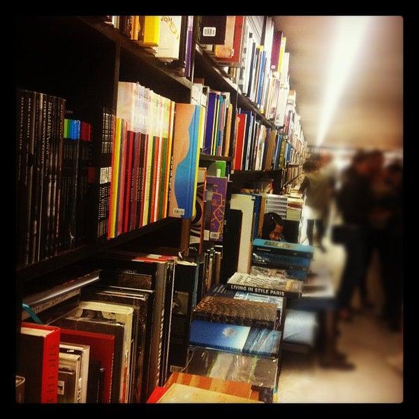 Photo taken at Livraria da Vila by Roberto F. on 6/2/2012