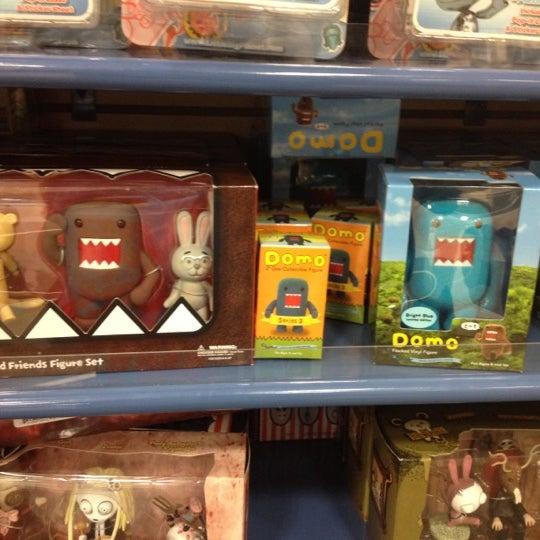 Photo taken at Barnes & Noble by Eduardo M. on 4/6/2012