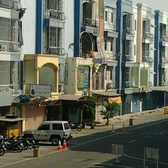 Photo taken at Pusat Grosir Jembatan Merah Plasa (JMP) by Adi F. on 9/22/2011