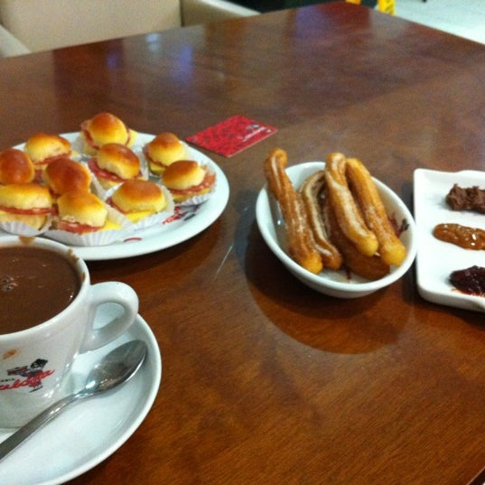 Photo taken at Confeitaria Barcelona by Daisy on 7/24/2012