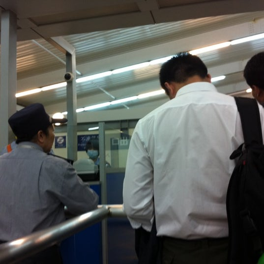 Photo taken at Taipa Ferry Terminal | Terminal Marítimo de Passageiros da Taipa | 氹仔客運碼頭 by Nonnus J. on 4/29/2012