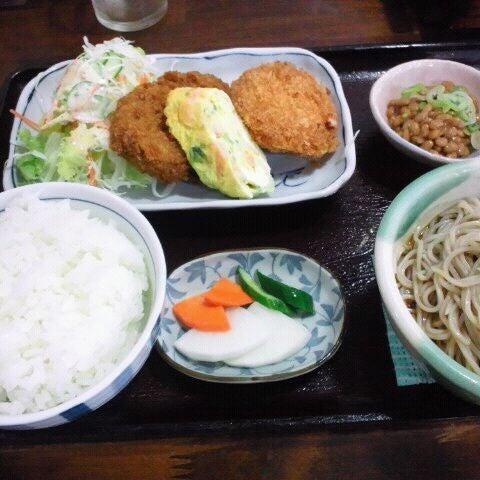 Photo taken at 食堂さくら屋 by Gaku M. on 10/6/2011