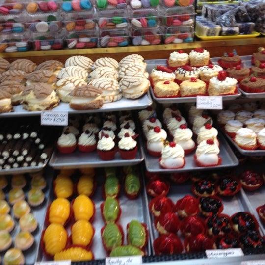 Fotos en Pastelería Suiza - Tienda de pasteles en Condesa
