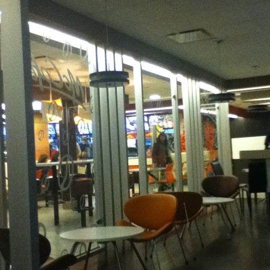 Photo taken at McDonald's by iVeTtE O. on 12/4/2011