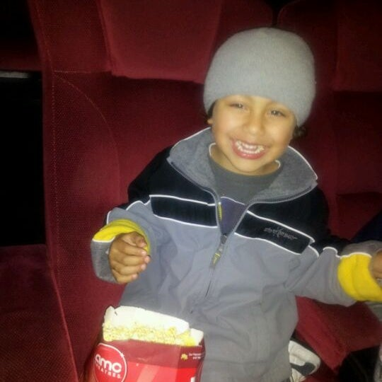Photo taken at AMC Fashion Valley 18 by Angel C. on 12/11/2011