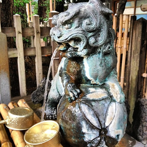 Photo taken at 大塚天祖神社 by Horimitsu I. on 6/9/2012