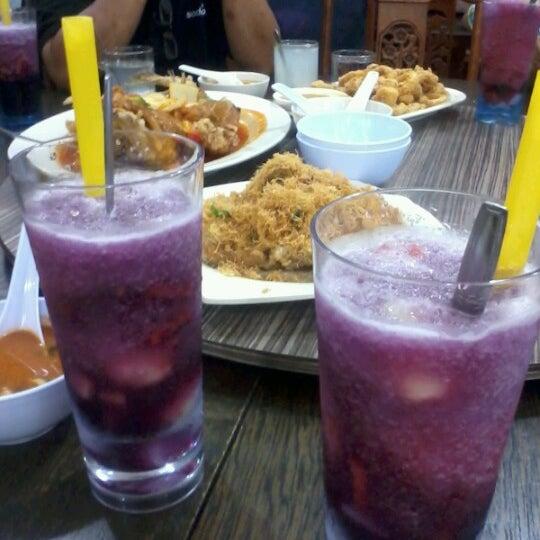 Photo taken at Homst Restaurant by Siti Nasirah N. on 8/25/2012