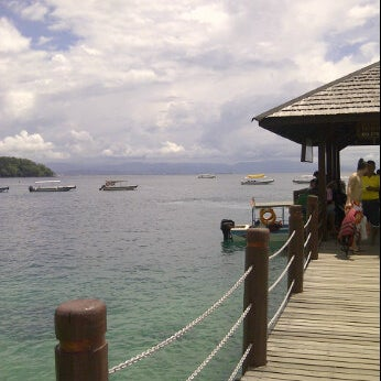 Photo taken at Manukan Island Jetty by HanaRedz on 2/27/2012