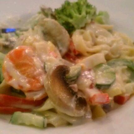 Photo taken at Giovanni's Restaurant by Sasha N. on 4/4/2012