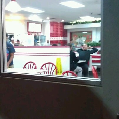 Photo taken at In-N-Out Burger by Matthew W. on 9/9/2012