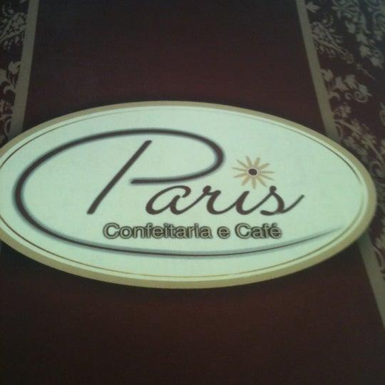 Photo taken at Paris Confeitaria e Café by Carlos F. on 9/16/2011