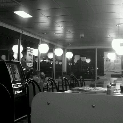 Photo taken at Waffle House by ✈️Cordell333 C. on 3/2/2012