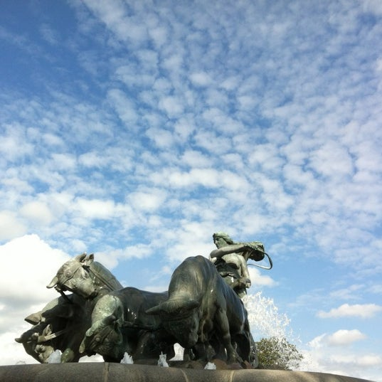 Photo taken at Gefionspringvandet (Gefion Fountain) by Rotem R. on 8/26/2012