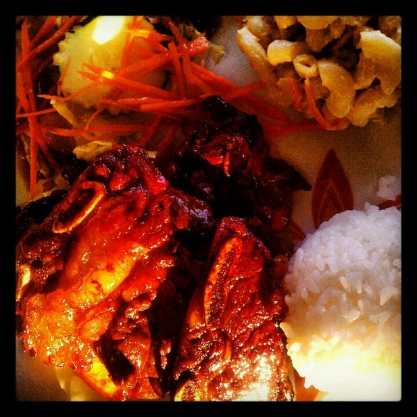 Photo taken at Aloha Hawaiian BBQ by Grace C. on 6/16/2012