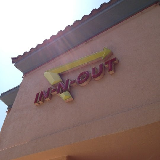 Photo taken at In-N-Out Burger by Sean-Patrick H. on 5/6/2012