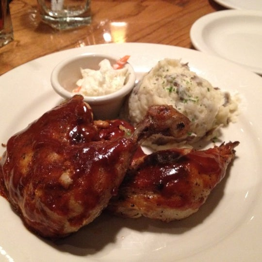 Photo taken at Outback Steakhouse by Billie T. on 4/3/2012
